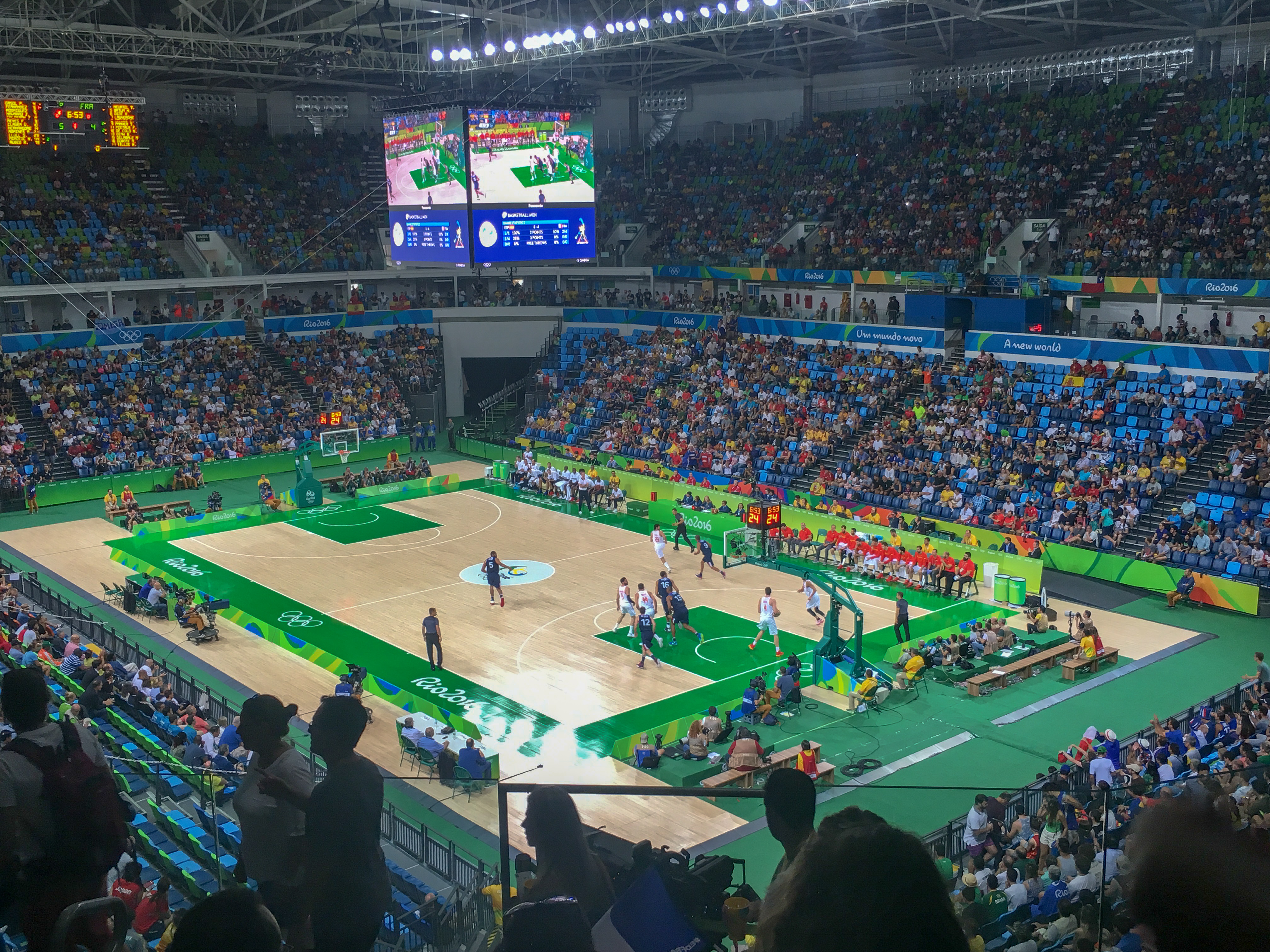 semi-quarter-basketball-rio-2016 olympics volunteer
